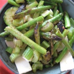 salat med pesto og asparges