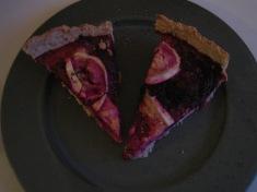 Vinterlækker rødbedetærte med gedeost og laks