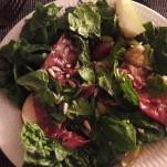 Salat med pære og parmaskinke